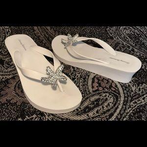 Tommy Bahama white wedge flip-flops